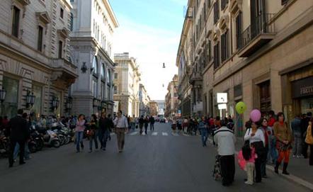 Via del corso la via dello shopping pro loco roma for Mac roma via del corso