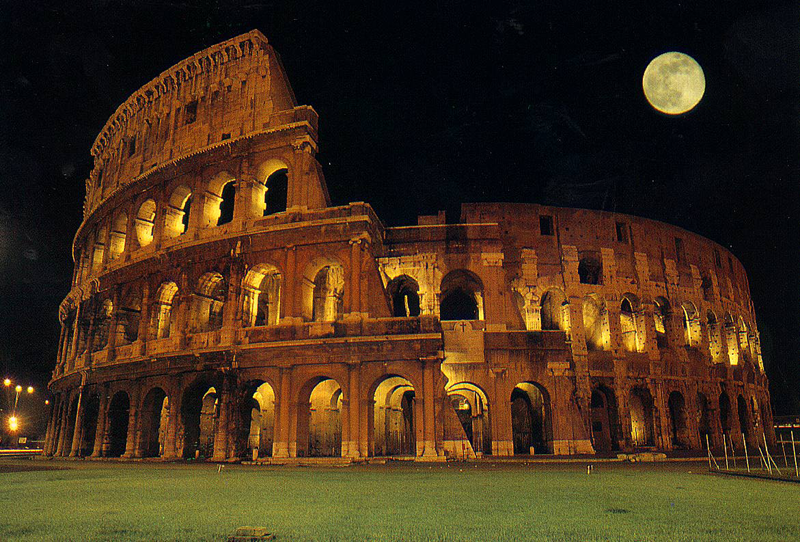Veduta Notturna del Colosseo