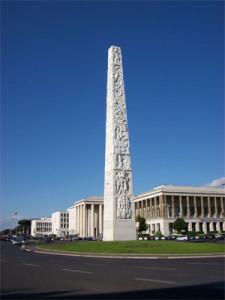 L' Obelisco Marconi al centro della omonima Piazza