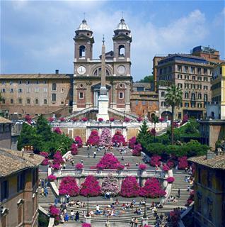 Scalinata di Piazza di Spagna e la Chiesa di Trinità dei Monti