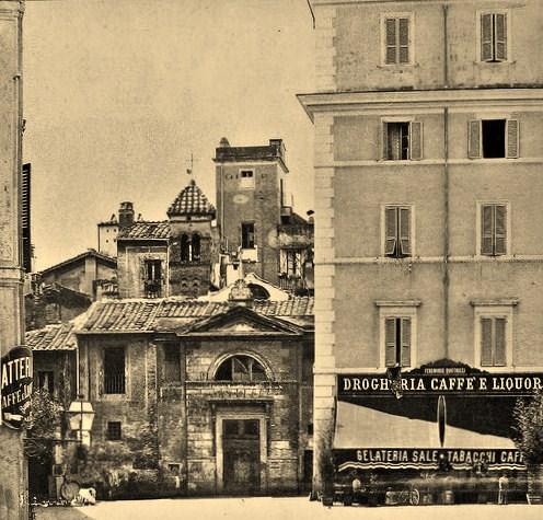 Piazza in Piscinula e la Chiesa di San Benedetto