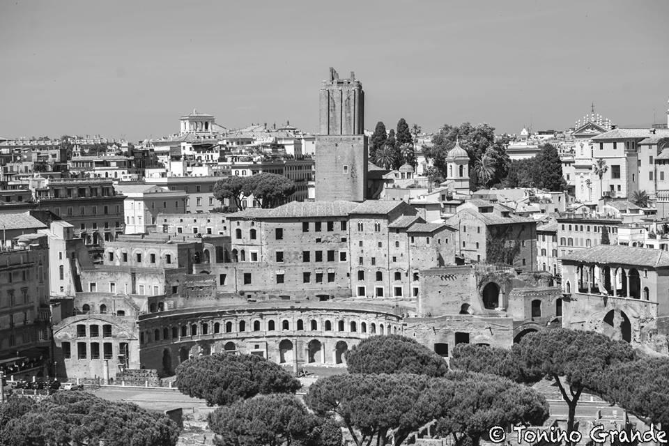 Tonino grande fori in bianco e nero pro loco di roma for Roma in bianco e nero