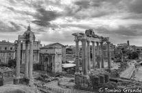 Tonino Grande – Fori in Bianco e Nero