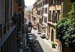Via Gregoriana, una via silenziosa nel trambusto della città