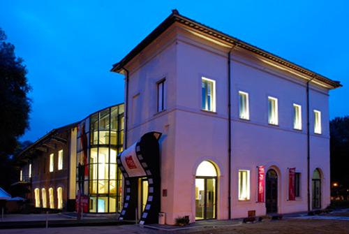Casa del Cinema a Villa Borghese illuminata
