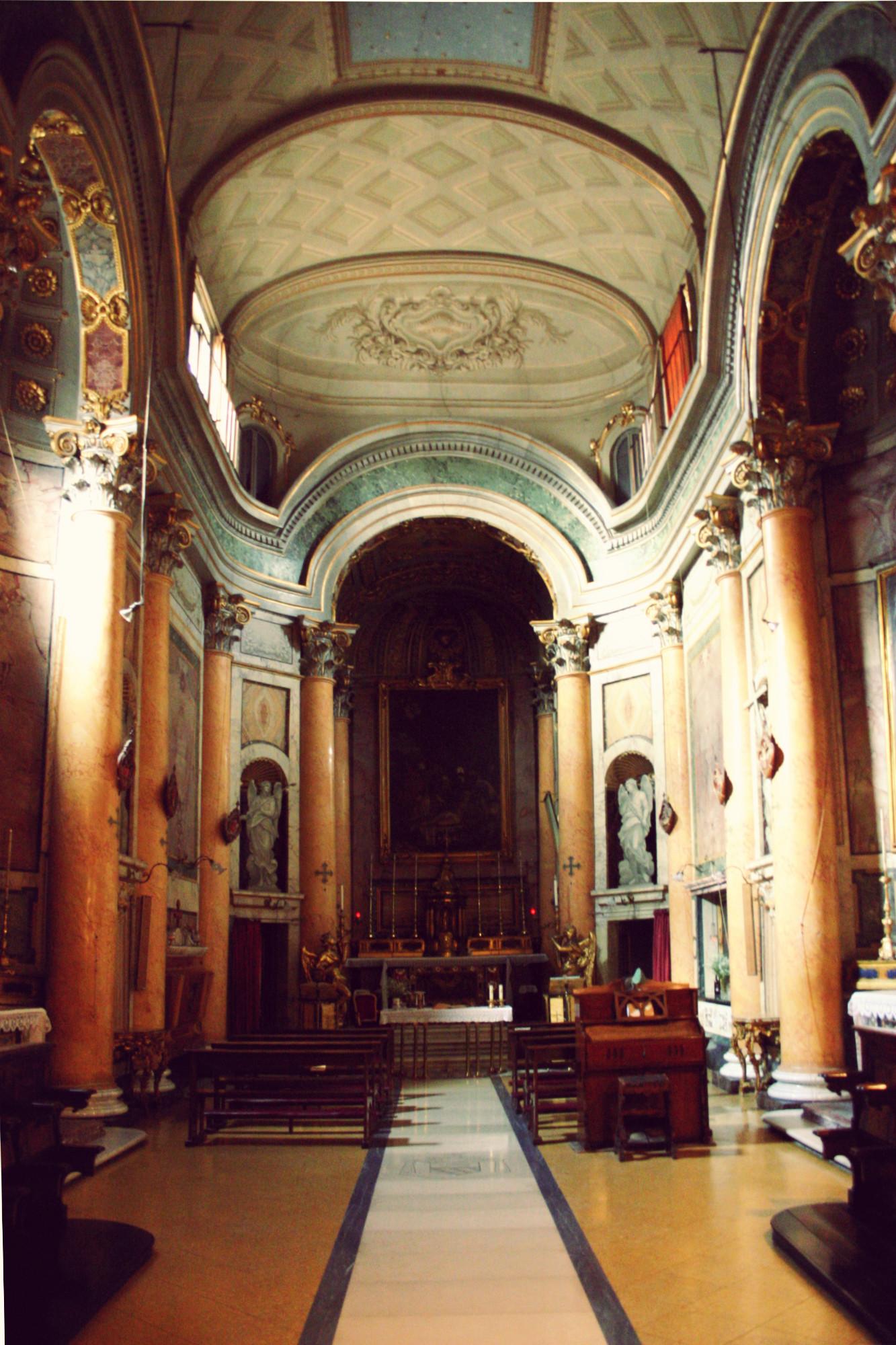 L'interno di Santa Maria dei Sette Dolori