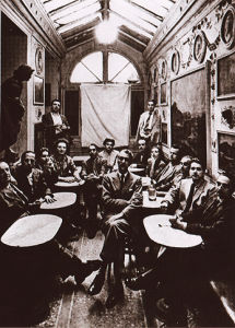 Una foto scattata durante un incontro letterario al Caffè Greco