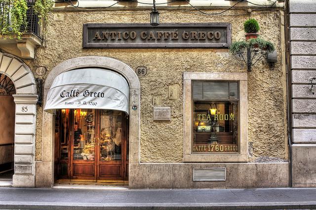 Entrata dell'antico Caffè Greco