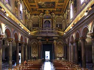 Interno della Basilica San Bartolomeo all'Isola
