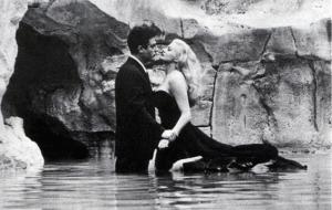 """Il celebre bagno nella Fontana di Anita Ekberg nel film """"La Dolce Vita"""""""
