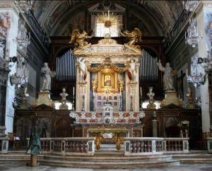 Altare nella Chiesa di Santa Maria in Aracoeli