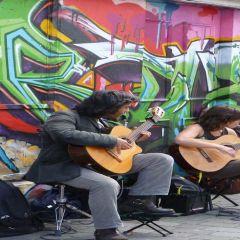 Artisti di Strada: Spettacolo d' Intrattenimento in Città