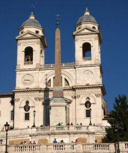 Parte della Chiesa di Trinità dei Monti è opera di Della Porta