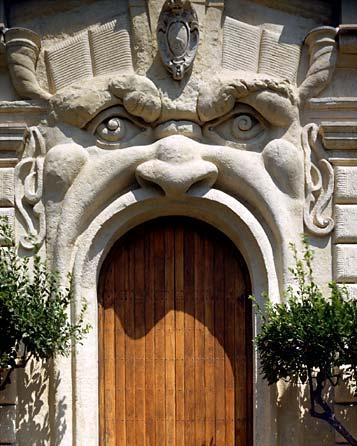 Entrata di Palazzo Zuccari più conosciuto come la Casa dei Mostri