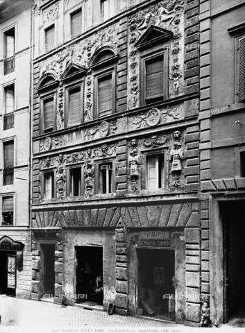 La casa dei Pupazzi, in Via dei banchi vecchi a Roma