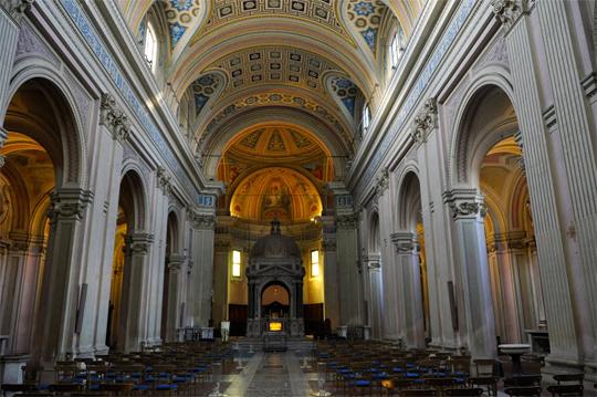 La Chiesa dei Santi Bonifacio e Alessio, navata centrale