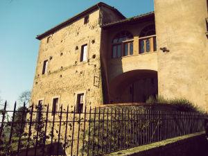 Il Castello - Borgo di Isola Farnese