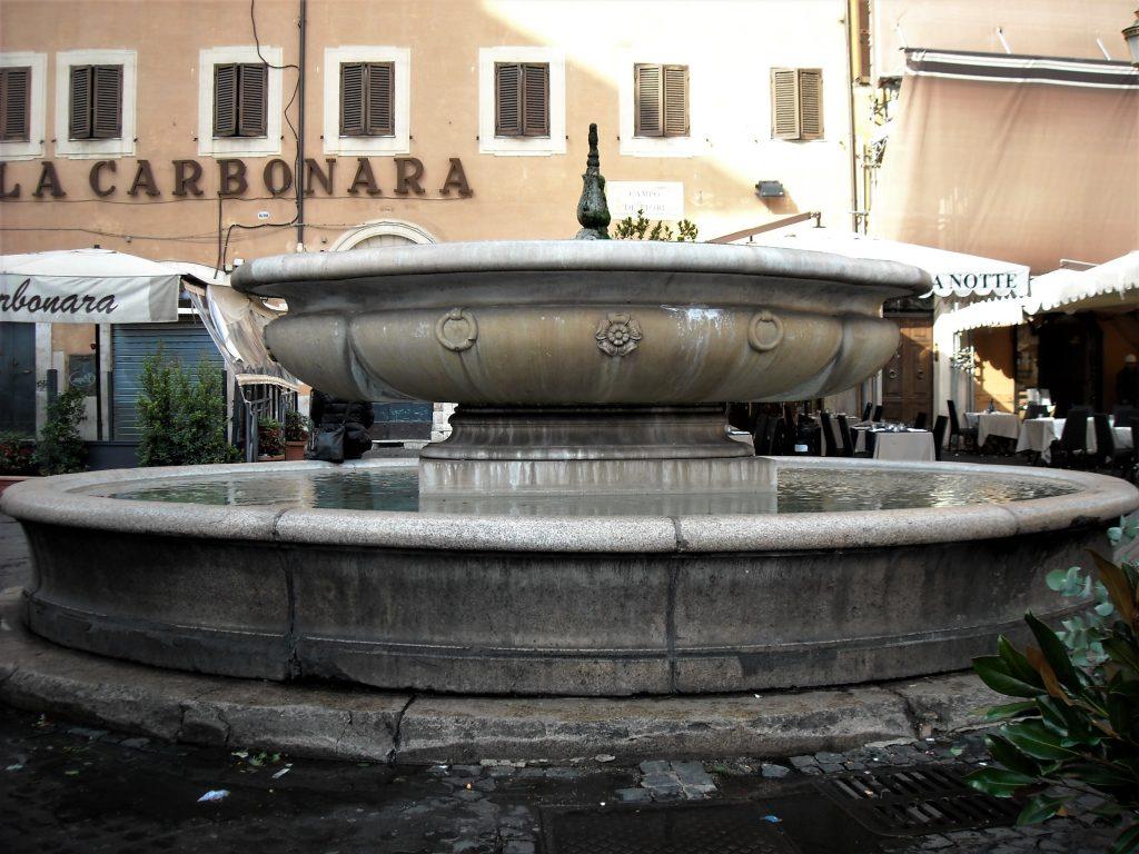 Fontana-di-piazza-Campo-de-fiori-Roma