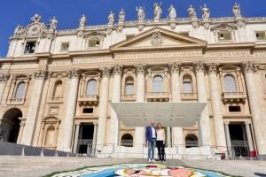 Infiorata Roma 2016 - Lucia Rosi e Mauro Abbondanza sul sagrato