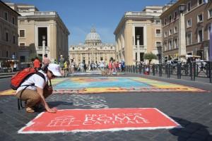 Infiorata Roma 2016 - una volontaria del Servizio Civile