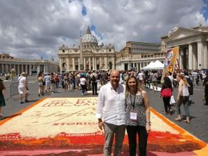 Il presidente dell'Unpli Antonino La Spina in visita all'Infiorata, col presidente di Pro Loco Roma Lucia Rosi